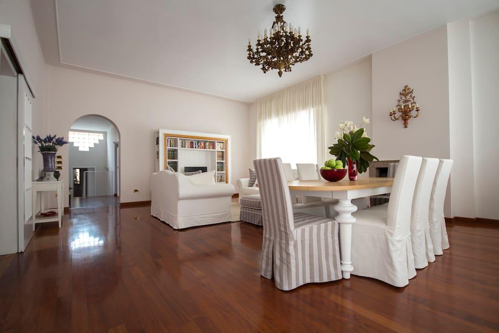 Il grande tavolo- the big table.