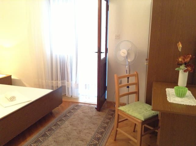 Cute room and served breakfast - Drašnice - Bed & Breakfast