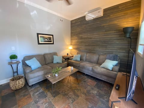 Cozy Guesthouse w/ private drive near Downtown GVL