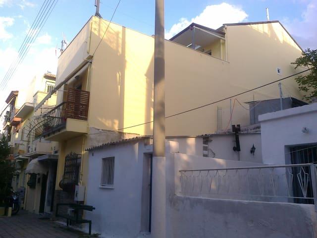 A COMFORT HOUSE - Αιγάλεω - Hus