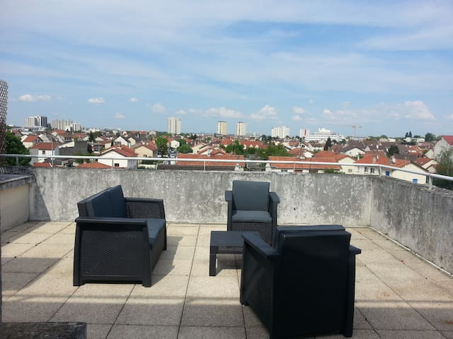 Nice apartment with terrace - Bobigny - Byt