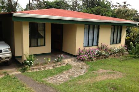 Private Room in Comfortable Home - Bijagua