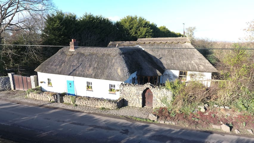 The Thatched Cottage 30 mins to Dublin - Meath - Stuga