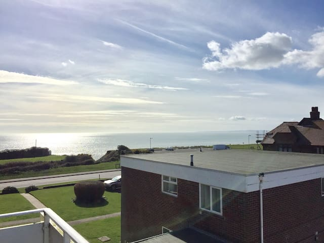 Sea view apartment - Barton on Sea - Apartemen