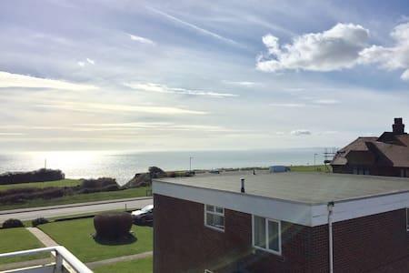 Sea view apartment - Barton on Sea - Huoneisto