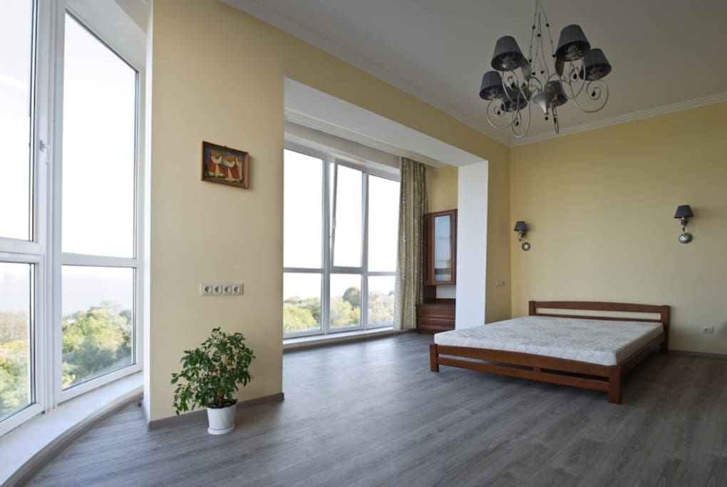 Spacious bedroom with a look over the sea and park.