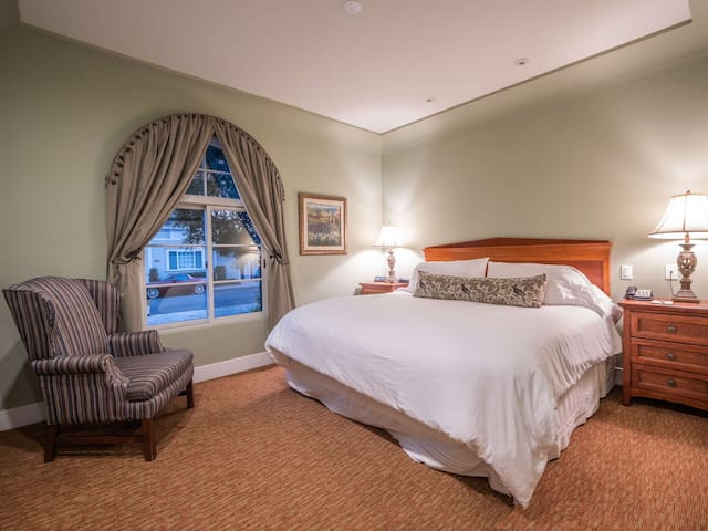 Bluejay Suite in Boutique Inn