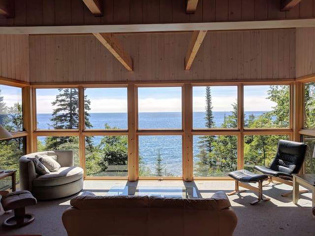 Honeymoon House on Superior Pebble Beach