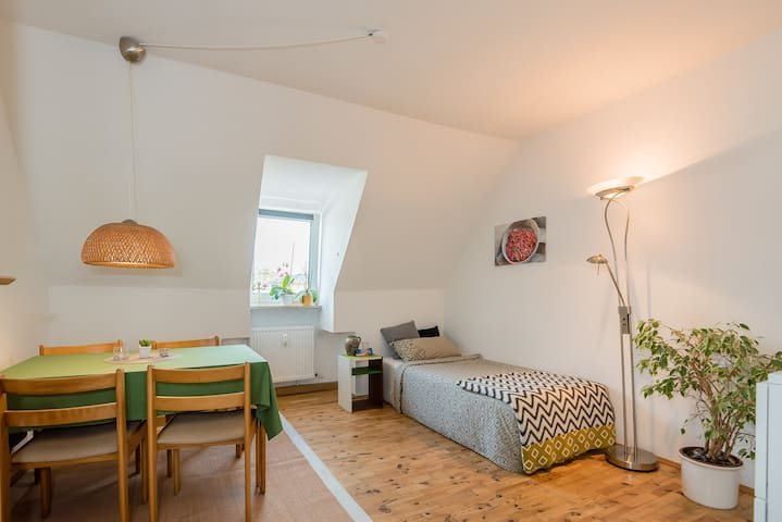 Business Overnight Stay - Central, clean and cosy