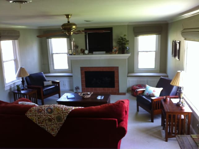 2 BR with optional 3rd BR Cottage