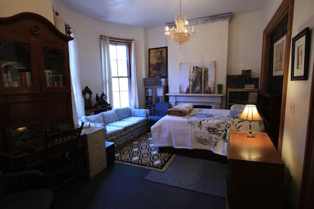SECOND FLOOR PARLOR ROOM