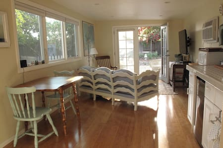 Super Cute Guest House + Yard - Camarillo