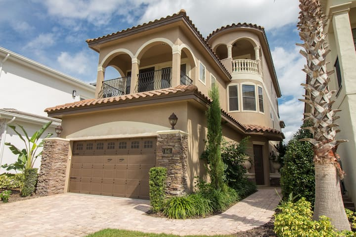 Exclusive Golf front Villa with private elevator!