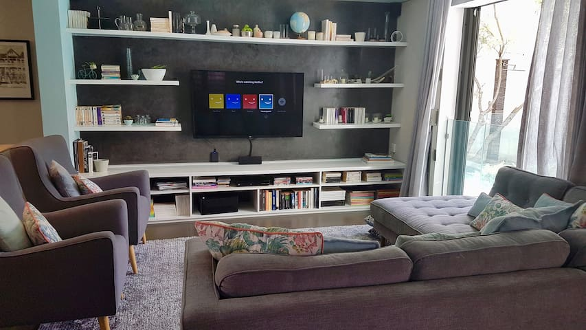 Lounge with smart TV - Netflix and You Tube is available to our guests