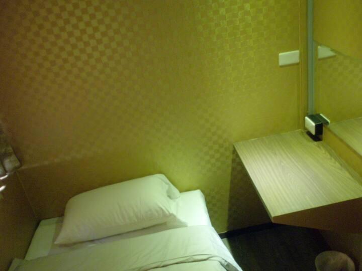 Ximen apartment for male 一房限住一位,有多間