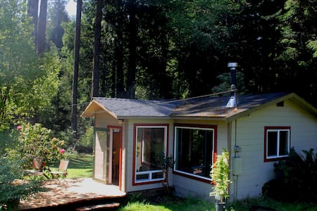 Handcrafted Cottage in the Redwoods - Arcata - Kabin