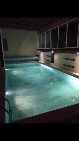 Le Camargue, proche mer, piscine intérieure, spa
