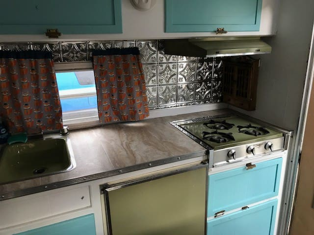 Vintage stove, sink, ice box, with new countertop and backsplash