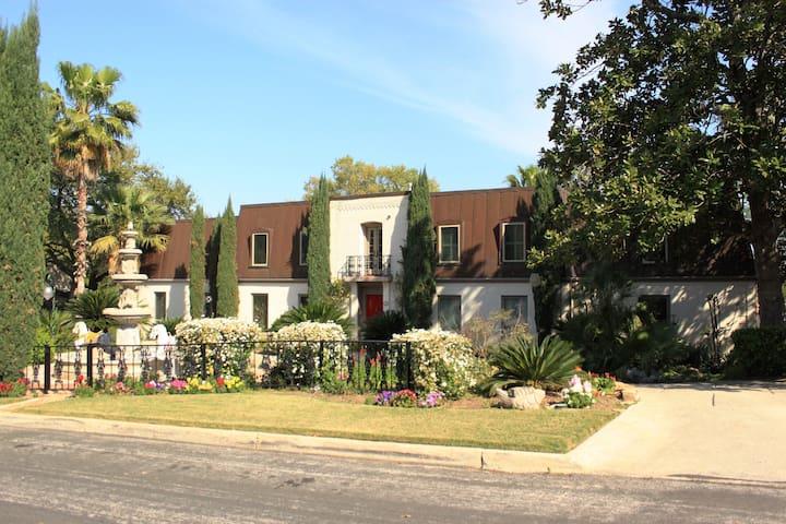 La Casa Elegante