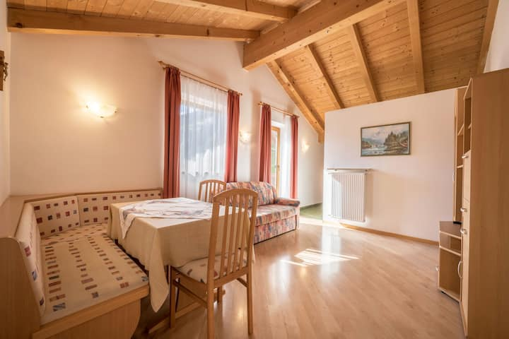 Cozy Apartment Klatschmohn with Mountain View, Wi-Fi, Sauna, Terrace & Balcony; Parking Available