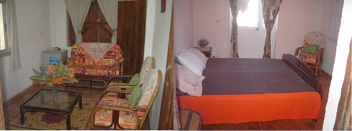 Grande chambre avec balcon et salon