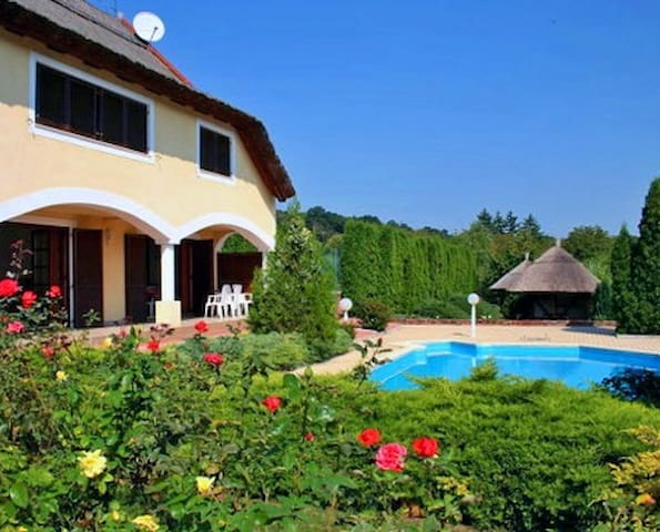 Apartment in a Villa with pool - Révfülöp - Daire