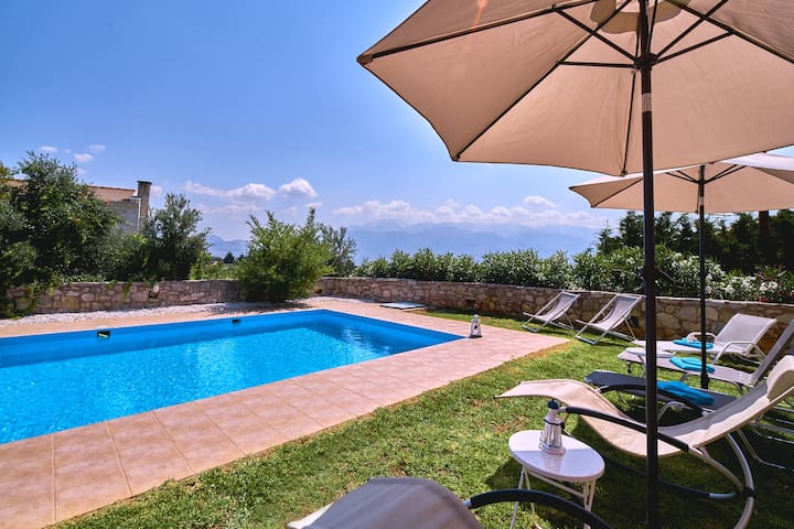 Machi Villa | In Kefalas with Private Pool