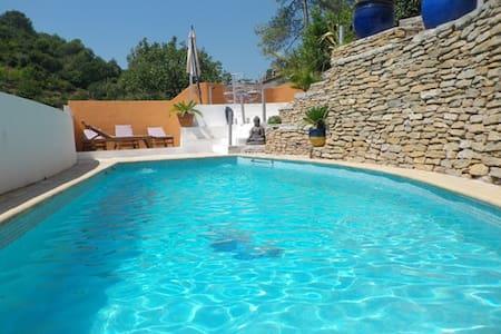 BAS DE VILLA avec grande terrasse et acces piscine - Solliès-Toucas