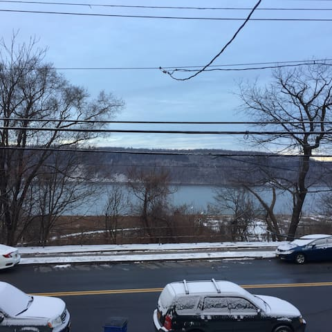 River views located 35 minutes  NYC - Hastings-on-Hudson