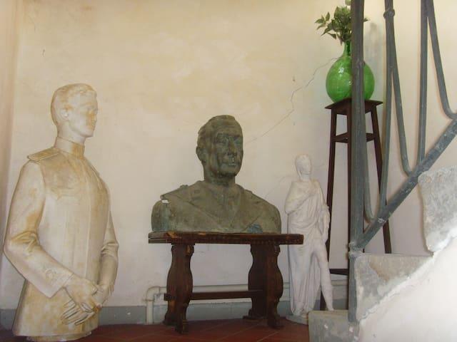 Scale adornate con sculture del 1900