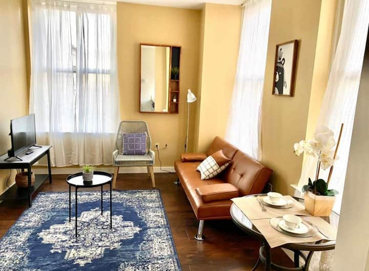 🌕 Walk to Beale 1BR Apt - Downtown Smart TV