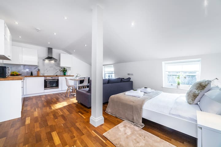 Brand New Self-Contained Modern Studio, Paddington
