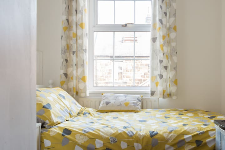 Cosy Bedroom in Stone House, Otley  near Airport