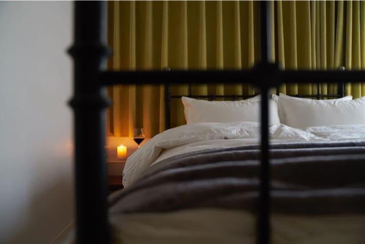 羽绒床褥、被子、纯棉高支床品,乳胶床垫,享受极佳睡眠