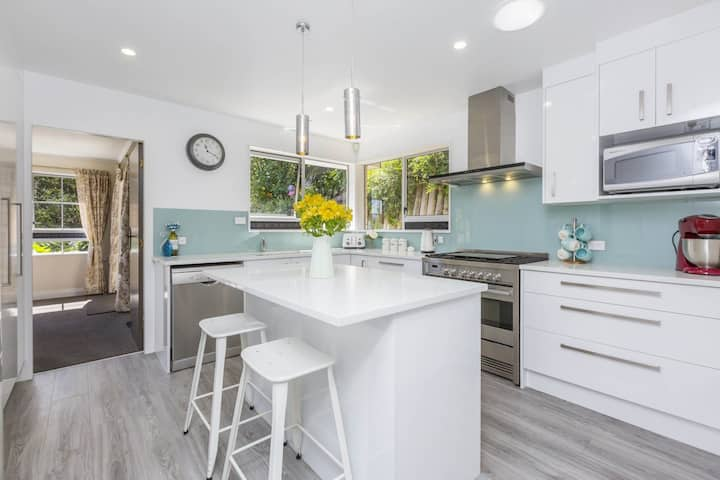 Modern spacious home near CBD with Free Parking