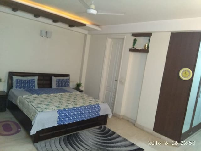 Home stay @ luxury area of south delhi