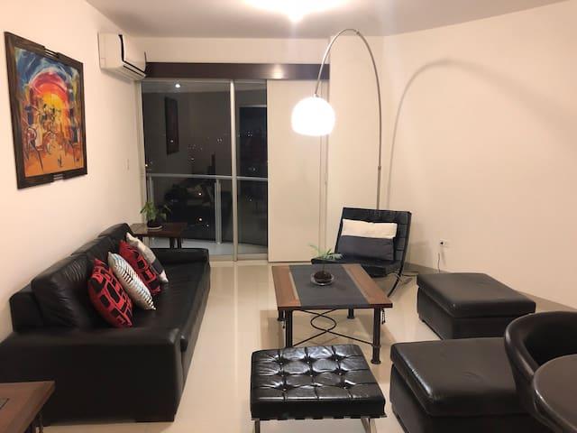 Cómodo apartamento! Cerca a todo!