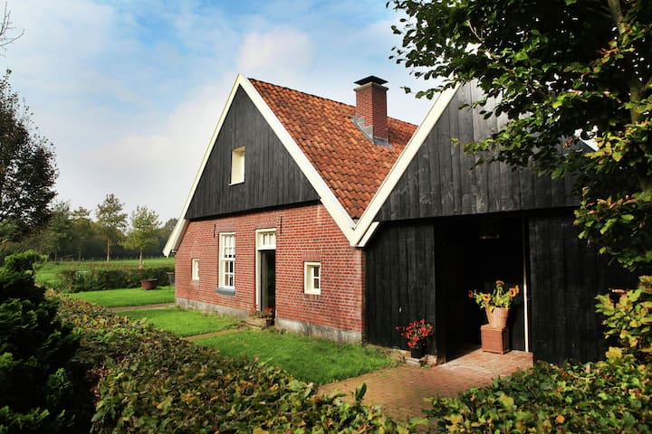 House in former 'bakspieker' in rural location near Enschede
