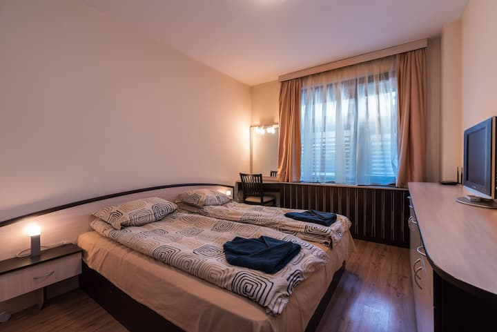 Charming, fully-furnished, 2-bedroom apartment.