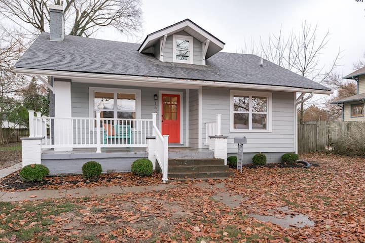Close to downtown, can walk to UK&football games!
