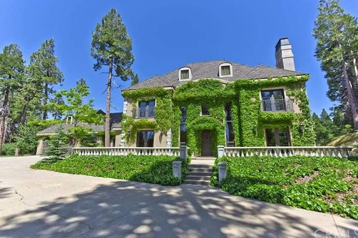 Tuscan Manor (think Sound of Music) - Lake Arrowhead - Casa