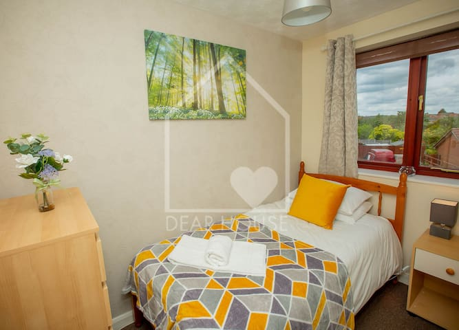 A+ for Corby, Kettering, Single Beds, WIFI    NN18