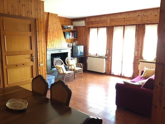 Casa Fiorucci. Spazioso appartamento 500m centro.