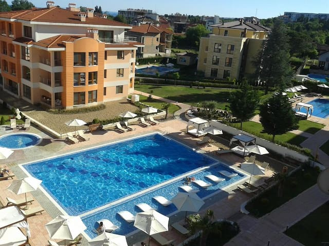 Beautiful 1 bedroom apartment - Saints Constantine and Helena
