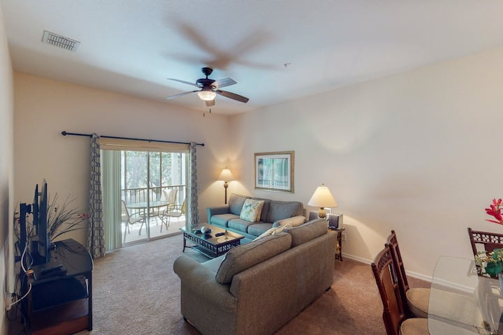 2nd floor condo w/ shared pools, tennis court, balcony, basketball court, gym