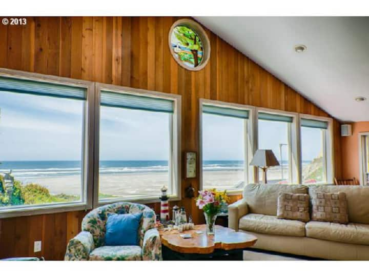 The View at Agate Beach-Scenic Beachfront Privacy
