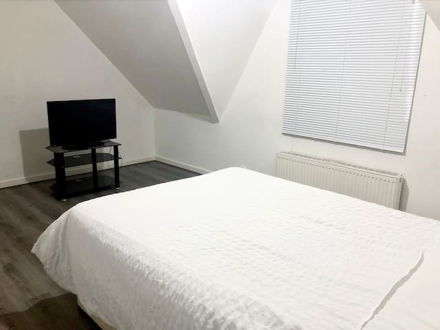 The White House private double room close to city.