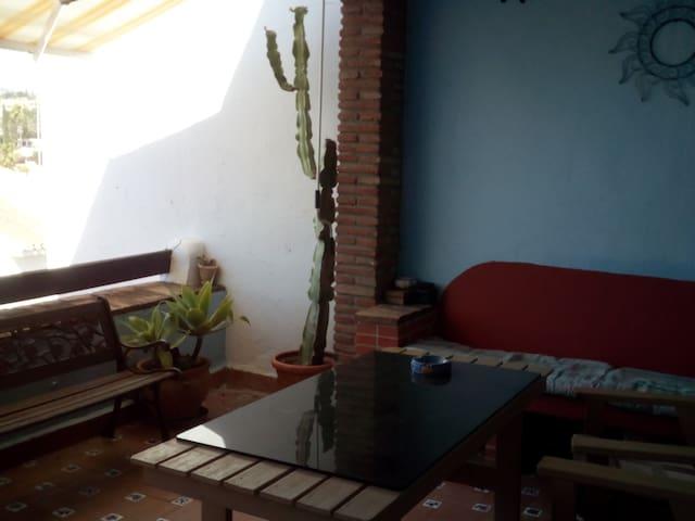 disfrute de una casa tranquila en bonito lugar. - Las Lagunas de Mijas - House