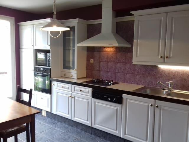 Chambre privée dans maison spacieuse