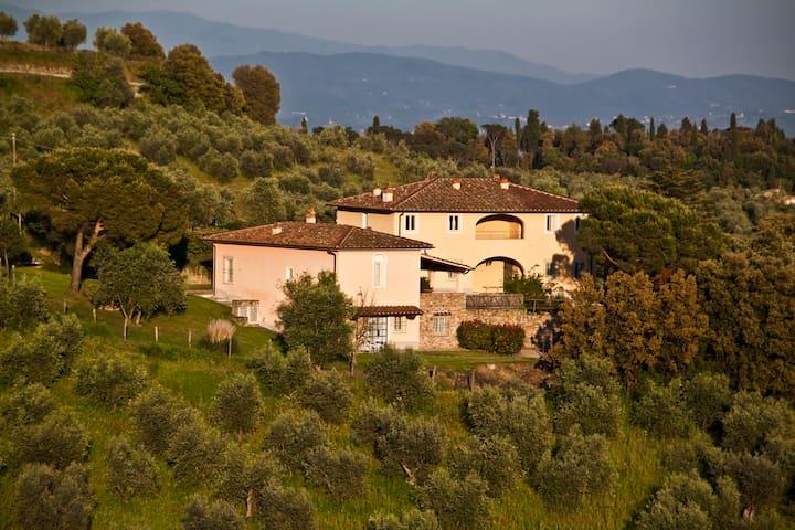 """Le Fagianaie"" nel cuore della Toscana - Carmignano - Apartotel"